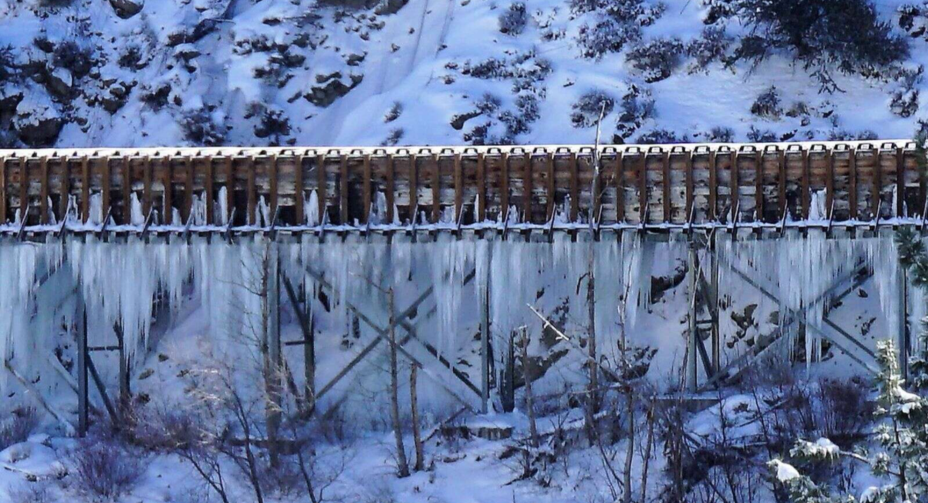 featured image showing the Hydroelectric Flumes of Truckee covered in snow and iced over